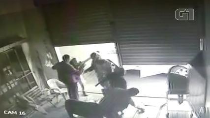 Um adolescente é morto e dois são baleados após assalto a posto de combustível no DF