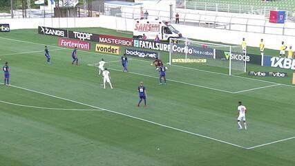 Morato recebe o passe na área e chuta cruzado para defesa de Thiago Rodrigues, aos 2' do 2ºT