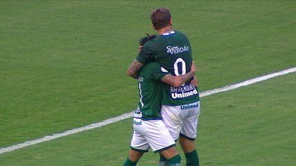 Gol do Goiás! Michael tira Jordi e bate com gol vazio, aos 44' do 1º Tempo