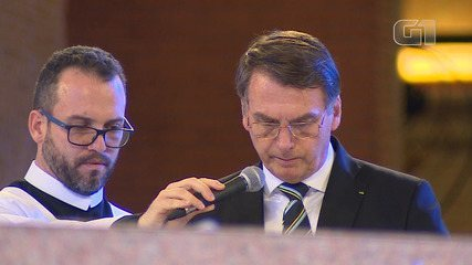 Bolsonaro faz leitura do livro de Ester na missa da Basílica em Aparecida