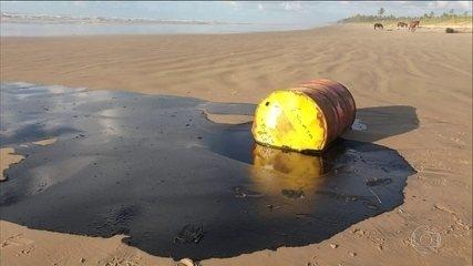 Bahia decreta emergência por causa do óleo nas praias