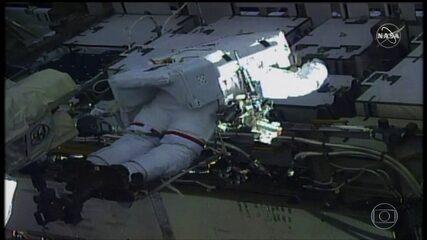 Nasa faz primeira caminhada espacial de astronautas mulheres