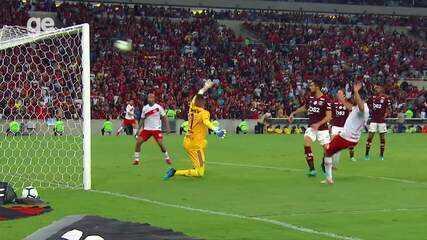 Nos últimos jogos, Diego Alves fez defesas importantes