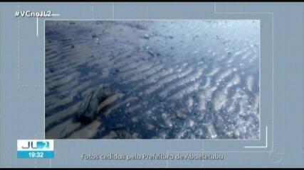 Prefeitura de Abaetetuba investiga origem de aparecimento de óleo em praia da cidade