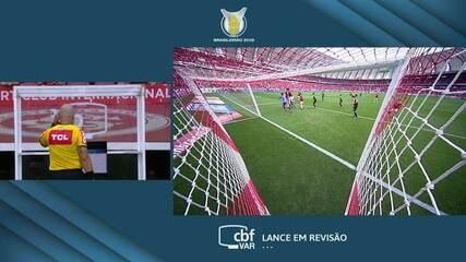 Central do Apito: Sandro Meira Ricci analisa o lance do gol anulado do Inter contra o Vasco