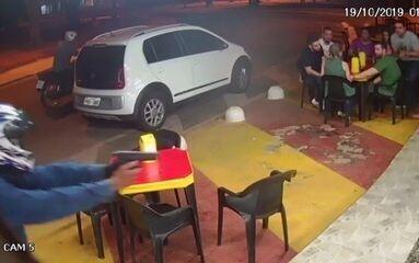 Policial à paisana reage a tentativa de assalto em pit dog de Goiânia