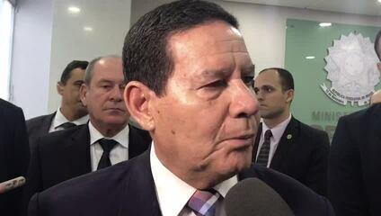 O vice-presidente Hamilton Mourão em entrevista sobre óleo que atinge litoral do Nordeste