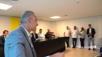 Tite visita concentração da seleção brasileira sub-17 na Granja Comary