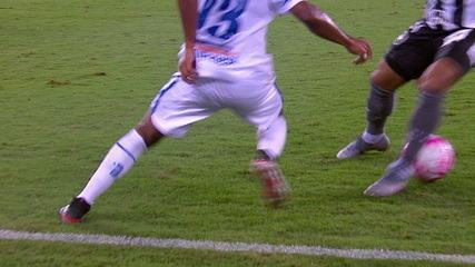 Toma distraído! Warley dá linda caneta em jogador do Botafogo, aos 45' do 1ºT