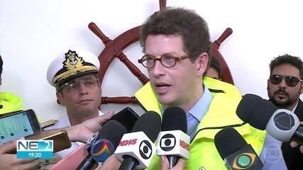 Ministros se reúnem com governador para falar sobre óleo nas praias de Pernambuco