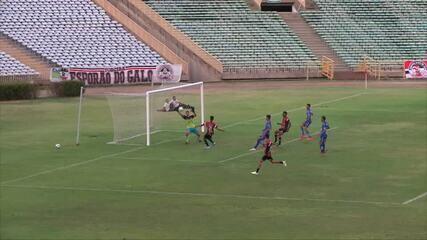 Atacante de 16 anos faz gol de peito e comemora à la Gabigol