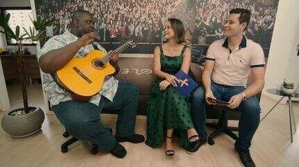 Pedro Leonardo e Cris Ikeda recebem Péricles no musical