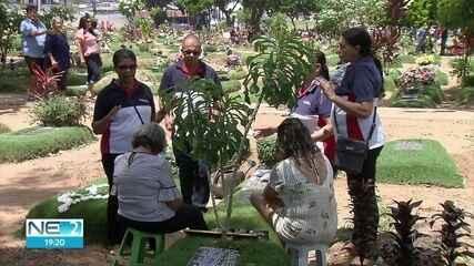 Cemitérios da Região Metropolitana do Recife recebem grande público no Dia de Finados