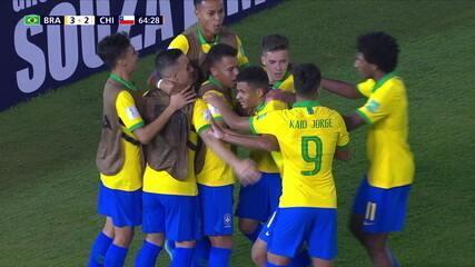 Gol do Brasil! Diego Rosa arrisca de fora da área e vira a partida, aos 19' do 2º tempo