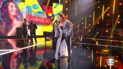 Totia Meireles canta 'Divino Maravilhoso'