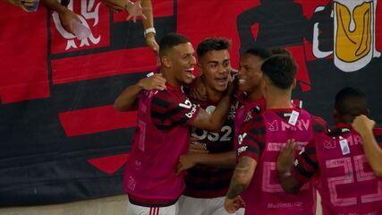 Gol do Flamengo! Gabigol cruza, e Reinier empata de cabeça, aos 8' do 1º Tempo