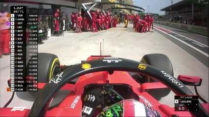 Charles Leclerc vai para os boxes na volta 30
