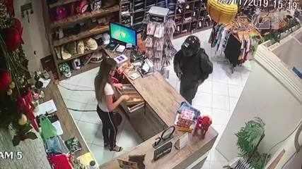 Vídeo mostra assalto em que mulher é baleada na cabeça
