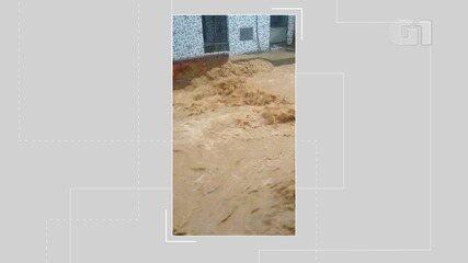 Chuva provoca enxurrada na Rua Senhor do Bonfim, no São João do Cabrito