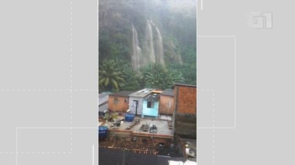 Chuva provoca enxurrada na Santa Luzia do Lobato, nesta terça-feira