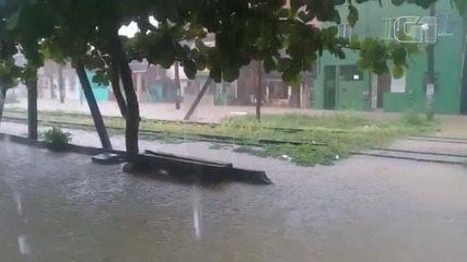 Chuva interrompe funcionamento do sistema ferroviário do Lobato, na capital baiana
