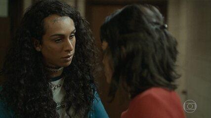 Natasha conta para Aline que Sônia também é agredida pelo marido