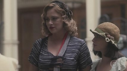 Lola encontra Marion e Júlio se desespera ao ver que as duas se conhecem