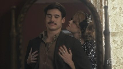 Marion leva Alfredo para seus aposentos