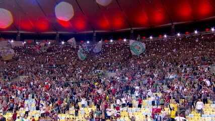 Torcida do Fluminense faz festa enorme no Maracanã após vitória sobre o Palmeiras