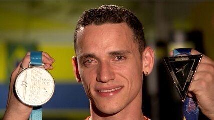 Ícaro Miguel se recusa a fazer transplante de córnea por sonho olímpico
