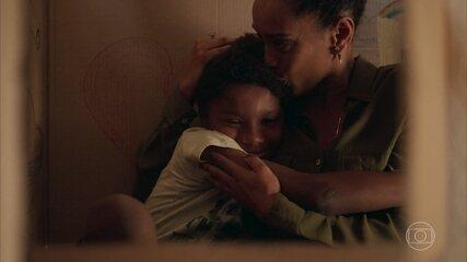 Tiago aceita Vitória como sua mãe