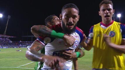 Gol do Bahia! Arthur Caíke recebe de Artur em contra-ataque e bate no canto aos 40 do 2º tempo