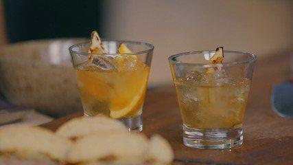 Chef Felipe Bronze e Jimmy McManis preparam drink com tequila