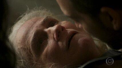 Kátia passa mal e acaba morrendo nos braços de Lurdes