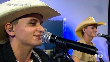 Vinícius e Venâncio cantam na final do Novos Talentos 2019