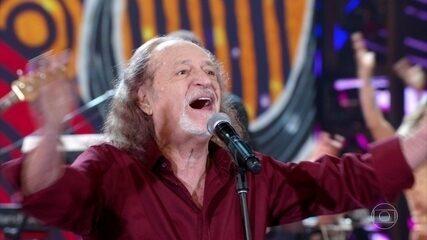 Alceu Valença canta ´Eu vou fazer você voar`
