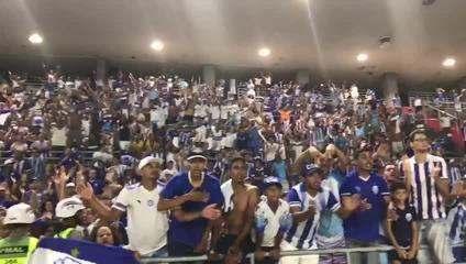 """Após o jogo, torcida do CSA se despede do Brasileirão cantando:""""Dá-lhe, dá-lhe, Azulão"""" (vídeo: Matheus Pimenta/ASCOM CSA)"""