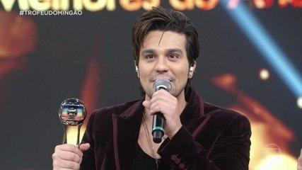 Luan Santana ganha o troféu de cantor do ano