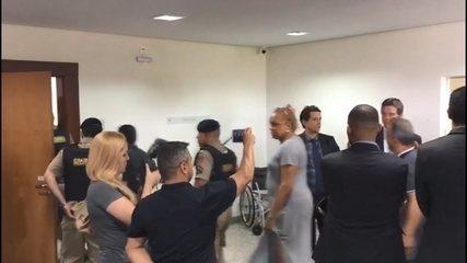 Vídeo mostra vereadores presos entrando em sala para oitivas no MP em Uberlândia