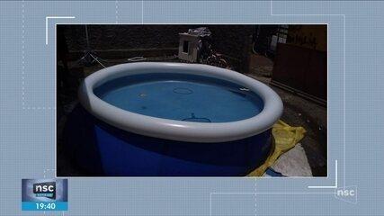 Bebê de 1 ano e 11 meses morre afogada em piscina de casa em Joinville