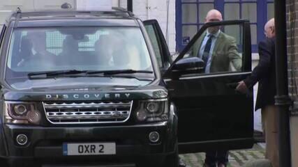 Príncipe Philip, marido da rainha Elizabeth, teve alta hospitalar e vai passar o Natal em