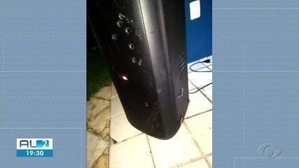 Promotor de Justiça atira em caixa de som no Aldebaran, em Maceió