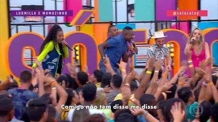 Apresentadores do 'SóTocaTop Verão', Mumuzinho e Ludmilla cantam 'Base do Beijo'