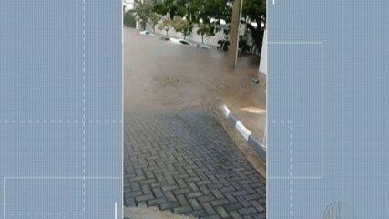 Mogi registra alagamentos e carros são arrastados pela força da água