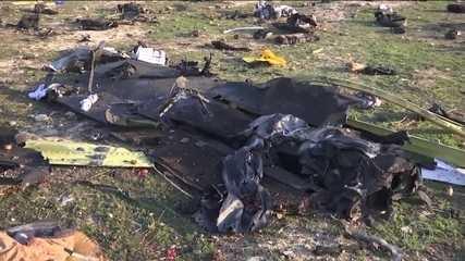 Cresce suspeita de que avião que caiu no Irã e matou 176 pessoas foi atingido por míssil