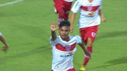 Gol do CRB! Em uma cobrança perfeita, Ruan empata o jogo contra o Fluminense