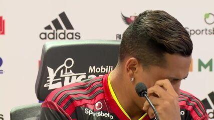 Pedro Rocha chora na apresentação ao Flamengo