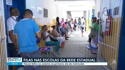 Filas marcam o primeiro dia de matrícula para alunos de colégios estaduais em Salvador