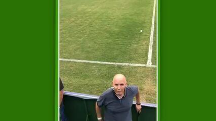 Valdir Espinosa conversa com torcida e reconhece que derrota para o Madureira foi vergonha