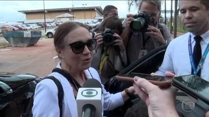 Regina Duarte vai a Brasília, mas não diz se vai assumir Secretaria da Cultura